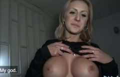 Gros seins ronds d'une belle femme amateur
