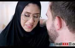 Belle fille arabe vous sort de la triste