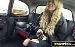Elle attendait beaucoup de sexe de la part du chauffeur de taxi