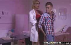 Il rejoint la femme médecin qui se passionne pour lui