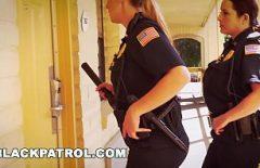 Deux policiers américains étaient un détenu en liberté conditionnelle