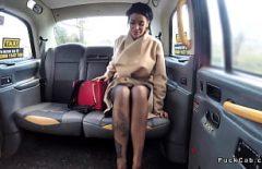 Roumain Tatoué Baisée Dans Un Visage De Taxi En Angleterre