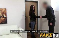 Elle Chatte Un Homme Qui Veut L'embaucher Comme Secrétaire