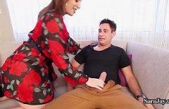 Plantureuse Milf Convainc Un Homme D'épouser Sa Femme Avec Elle
