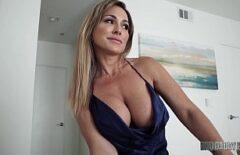 C'est Une Femme Mûre Qui Gère Un Merveilleux Porno Sexuel 2019