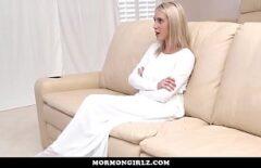 La Jeune Blonde Aux Poils Dans La Chatte Veut Se Faire Baiser Par Son Voisin Marié
